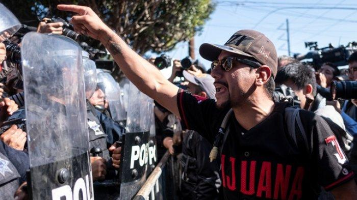Bentrok Terjadi Antara Warga Kota Meksiko dengan Polisi